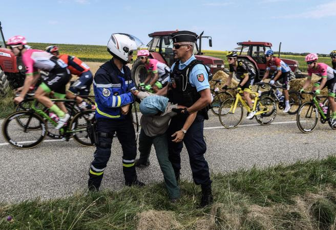Tear gas, tumbles and hay bales: A ridiculous night in the Tour de France