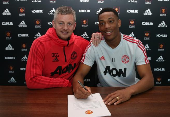 Transfer Deadline Day: Man Utd star signs fake contract