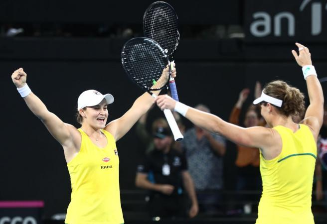 Aussies book place in Fed Cup Final after incredible performance