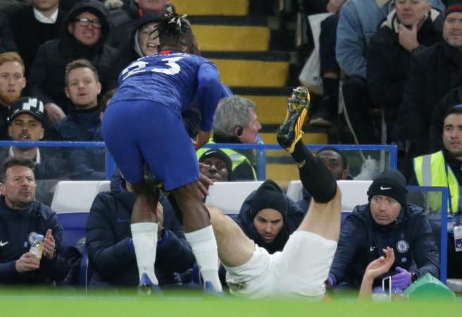 WATCH: Low blow in Chelsea vs Man United clash somehow doesn't result in red card