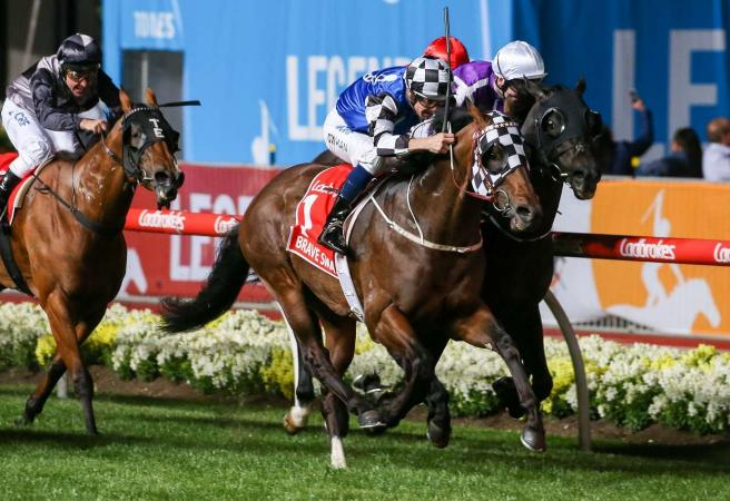Blinkers help Darren Weir's Brave Smash to Manikato Stakes win