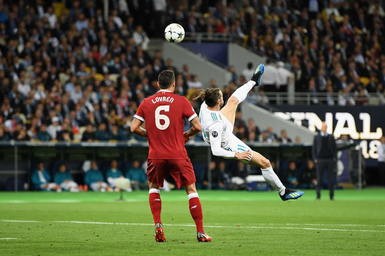 Gareth Bale - Football's 10 Best Bicycle Kicks