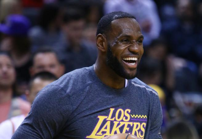 Lakers sign four-time All-Star