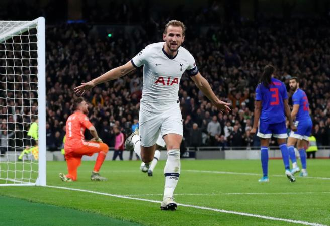 Spurs produce stunning comeback to progress to final 16