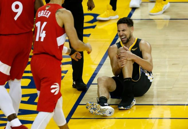 WATCH: Klay Thompson helped from court after suffering knee injury