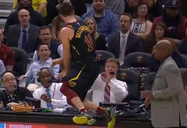 Delly takes out Cavs announcer, Kings moon Steph Curry