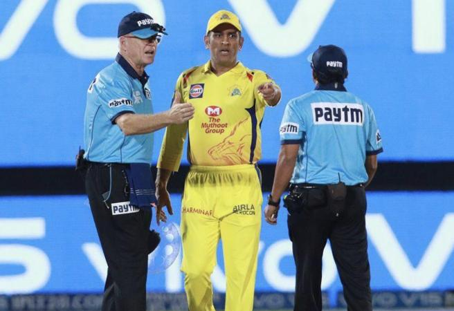 WATCH: MS Dhoni storms field after controversial decision