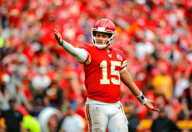 WATCH: Patrick Mahomes pulls off ridiculous TD pass