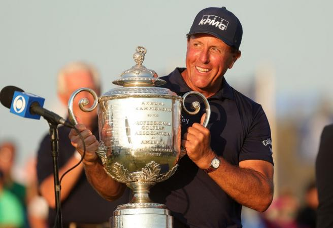 Mickelson stays the course