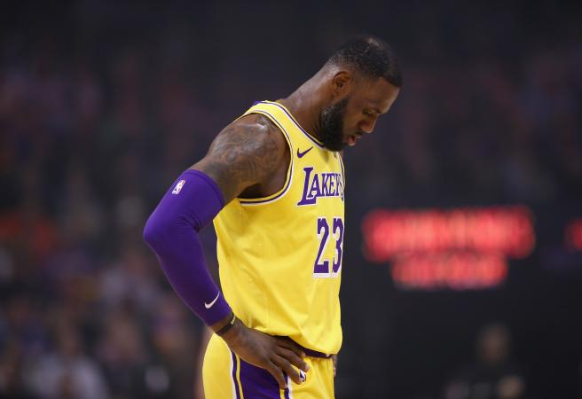 LeBron: 'I suck from the free throw line'