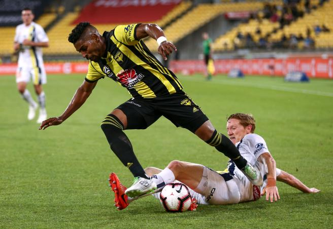 Phoenix rise as Mariners slump to record low