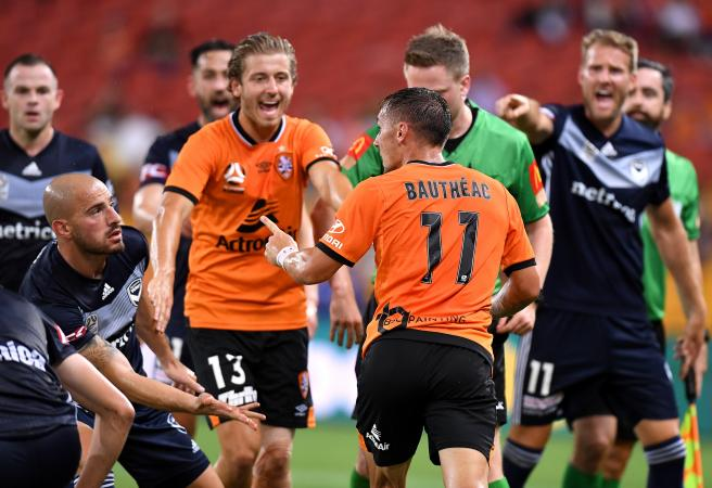 Victory and Roar play out craziest first half in A-League history
