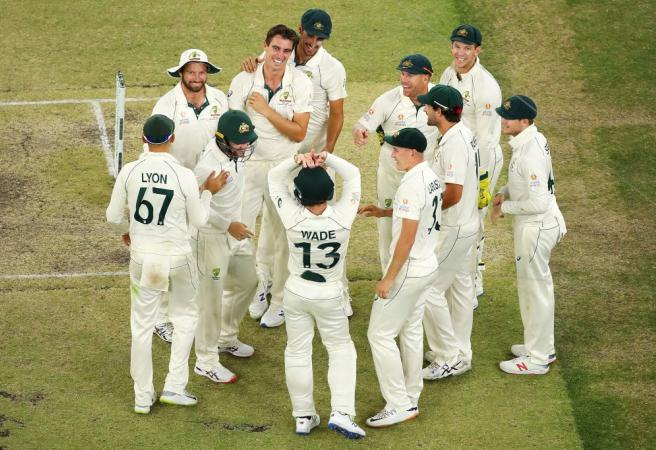 Starc and Lyon dominate to lead Aussies to big win