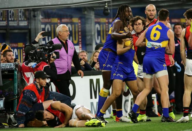 WATCH: Nic Naitanui slams opponent after getting hair pulled