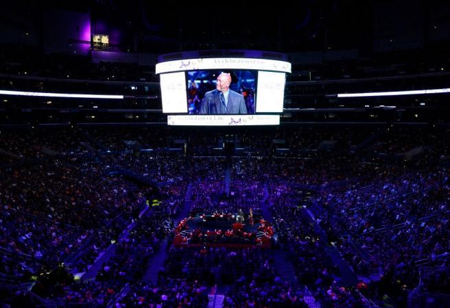 Touching tributes flow for Kobe Bryant at memorial