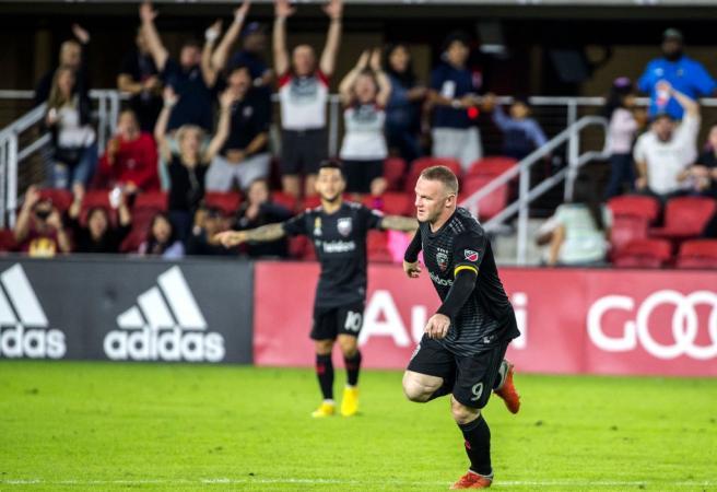 WATCH: Wayne Rooney nails monster long-range goal