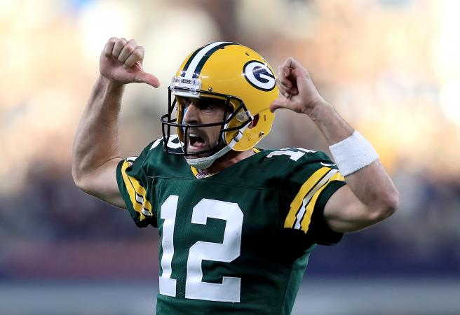 Aaron Rodgers signs record contract