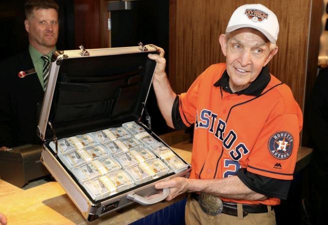 US punter puts $3.5 million on World Series